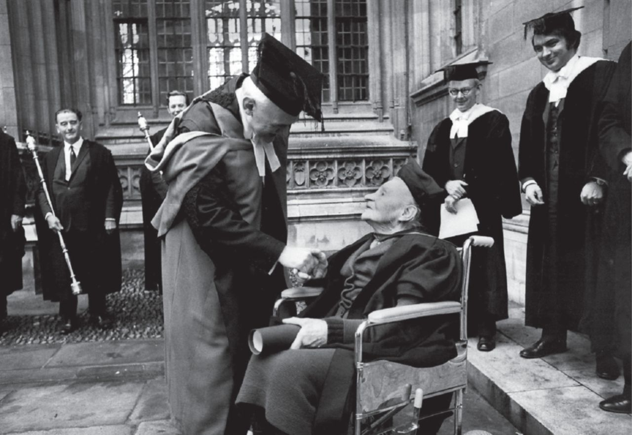 Mabel receives her MA degree from Oxford University at the age of 100