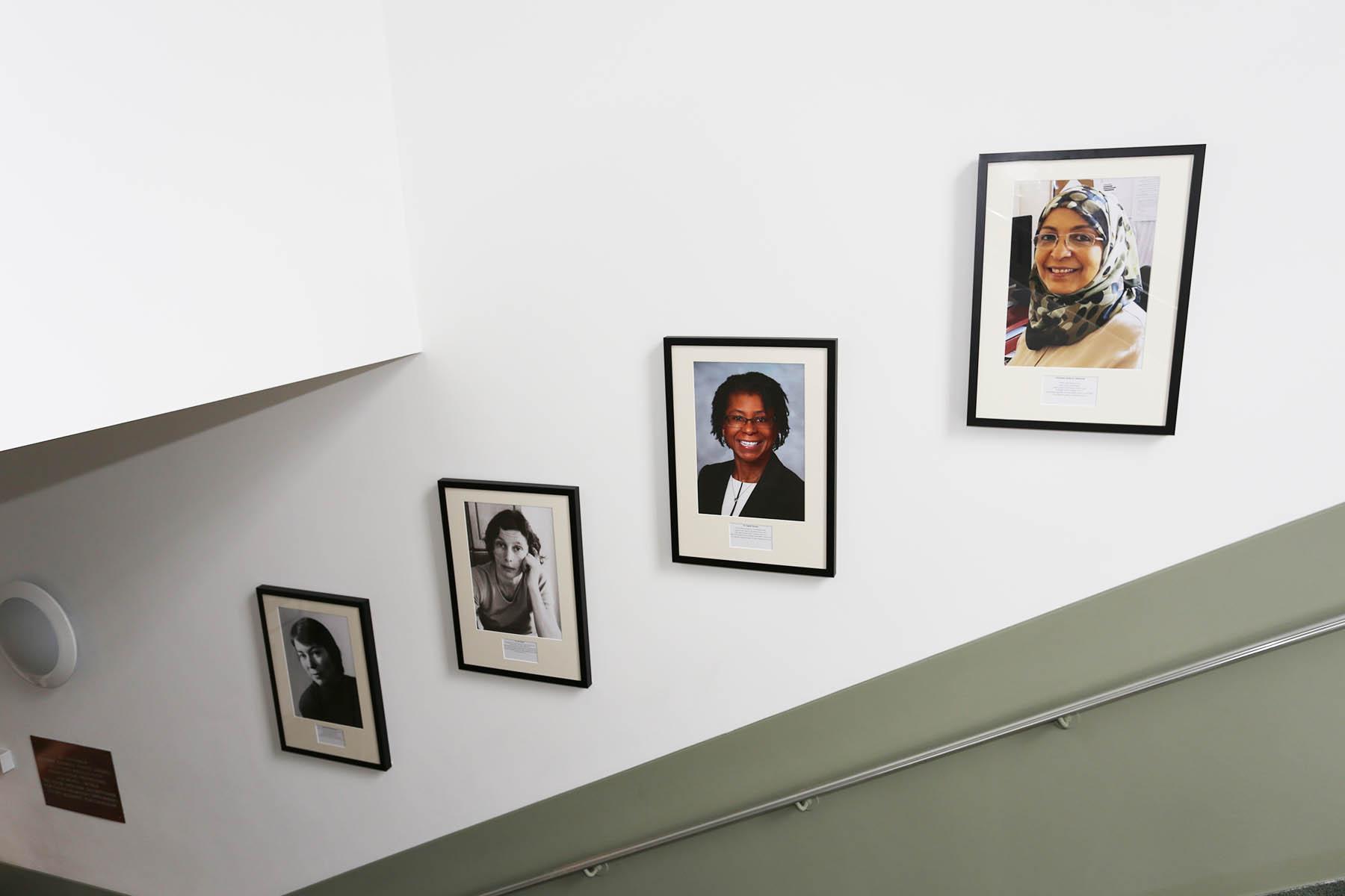Gillian Morriss-Kay, Ann Taylor, Daphne Bascom and Sulayma Albarwani Sherrington display